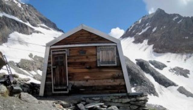 BIVACCO DELLA SASSA in alta Valpelline distrutto dalle bufere invernali