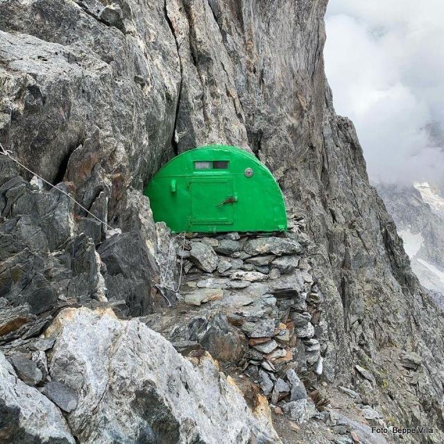 BIVACCO CRAVERI  - Un vero nido d'aquila sulla Cresta Integrale di Peuterey